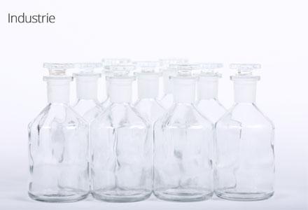 Flacon à bouchon emeri en verre blanc pour l'industrie